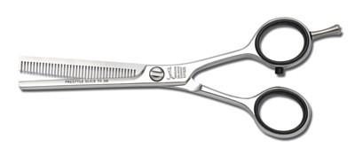 Corte de pelo con tijera entresacadora